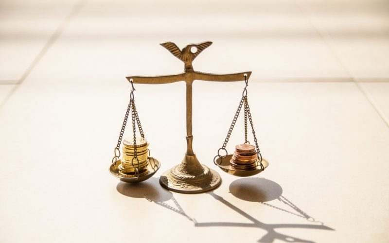 coins-on-brass-weight-scales_t20_lWx2xg